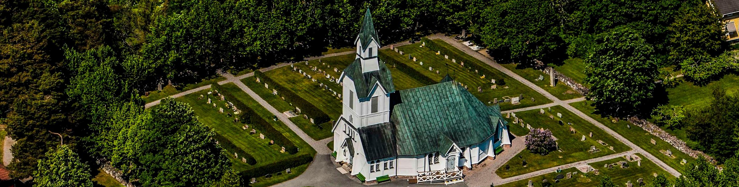 Ljusterö_kyrka_från_luften